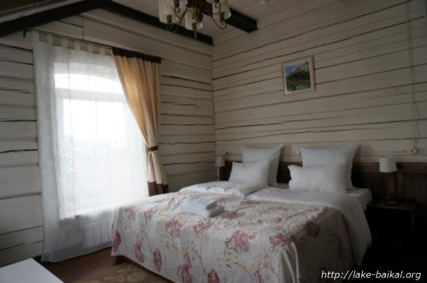 ホテル「マルーシャ」ベッド側室内画像